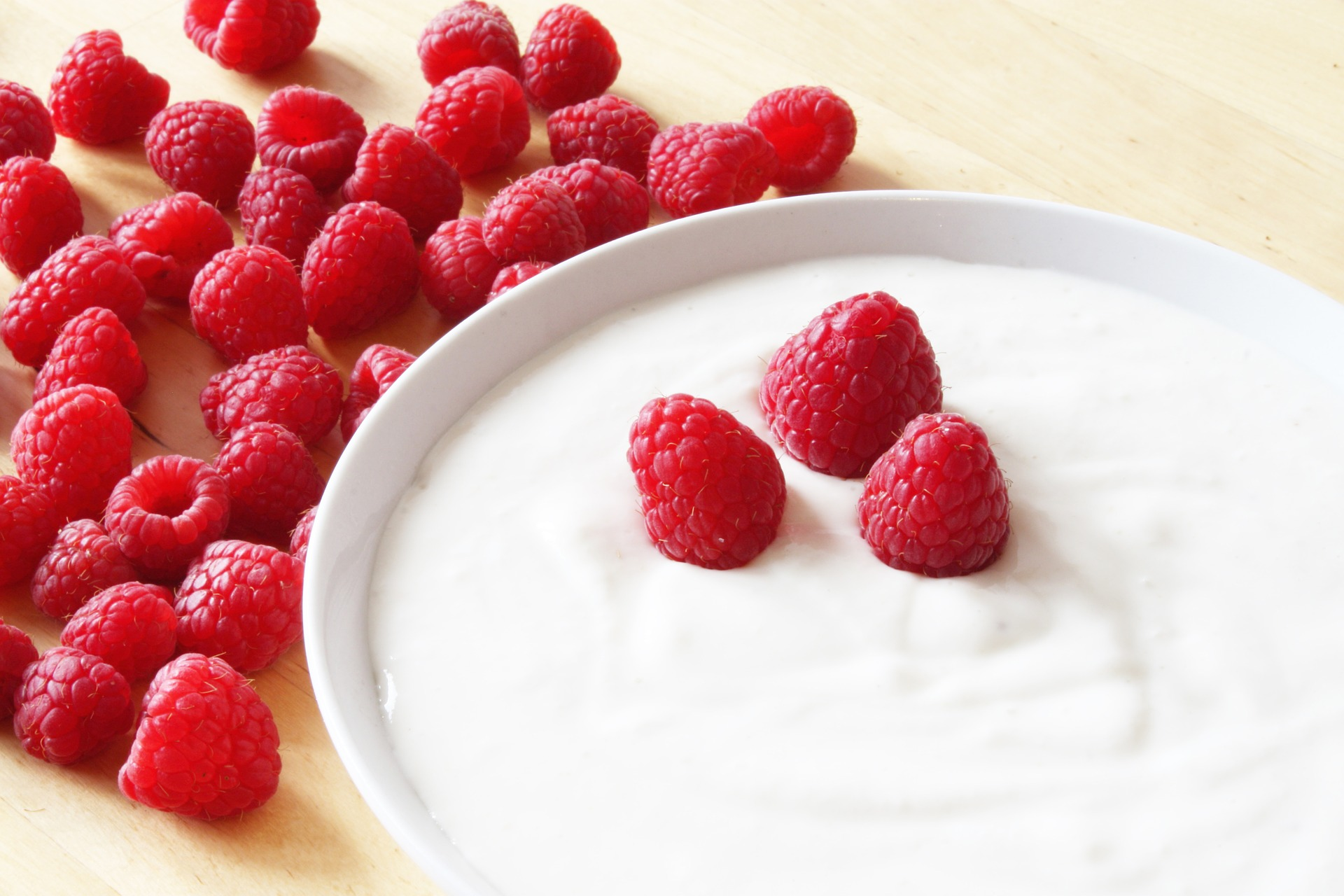 Yogurt is packed with nutrients that can include calcium and magnesium, good bacteria, and protein. But not all yogurts are as healthy as each other. In this article, we explain the good and the bad, and what makes the various types of yogurts different. Find out why some may benefit health and others are best avoided.